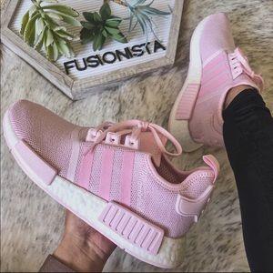 NWT🍭 Rare Adidas NMD R1 Light Pink 7Y/8.5W